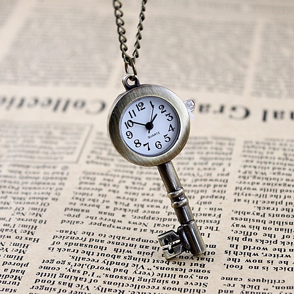 Picture of Novel Design Fashion Jewlery Small Size Antique Key Style Cute Star Favorite Pocket Watch