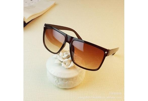 Picture of Retro Rivet Fashion Men Sunglasses Women Brand Designer Oculos De Sol Glasses