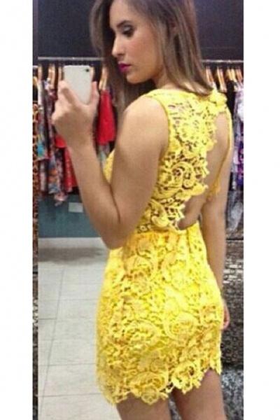 Vestido amarillo corto con encaje