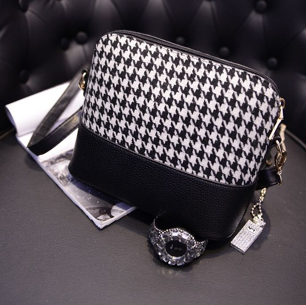 Picture of Stylish Women Houndstooth Shoulder Bags