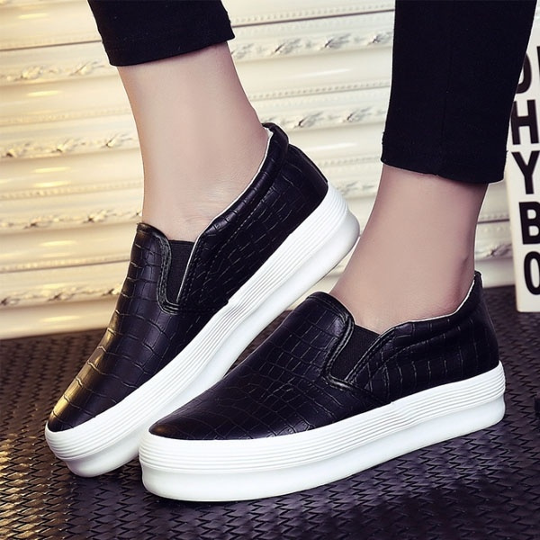 Picture of New Women Shoes Serpentine Surface Women Flat Slip On Shoes Fashion Bost Shoes Comfortable Loafers Driving Shoes