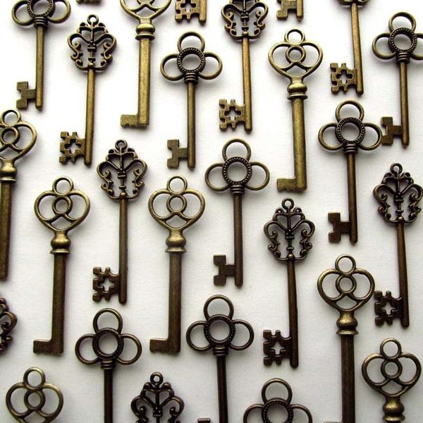 Lot of 30 Skeleton Keys Wall Decor Large Set Antique Vintage Home Jewelry Silver