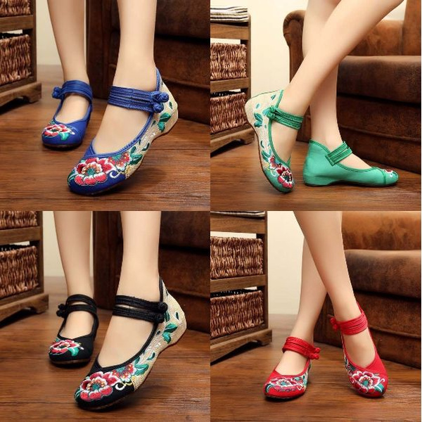 Picture of Flower Embroidered Old Beijing Cloth Shoes Square Dance Shoes