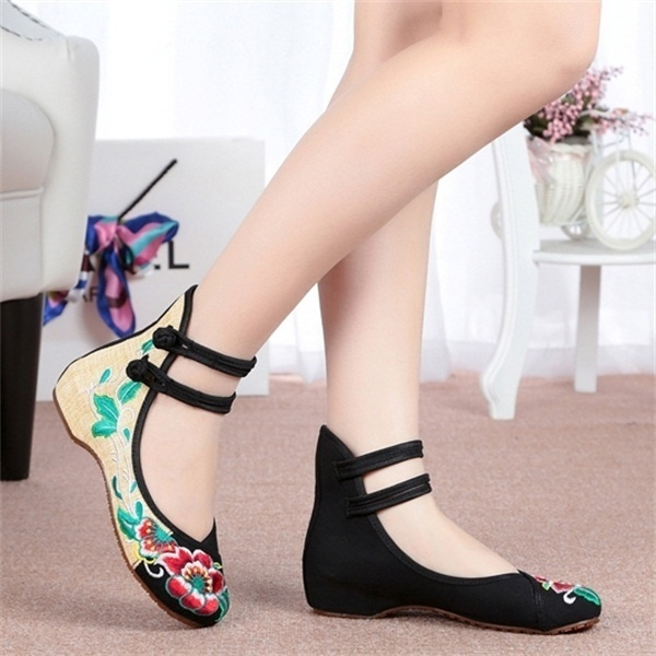 Picture of Retro Womens Fashion Casual Soft Sole Comfortable Embroidered Shoes Plus Size 43