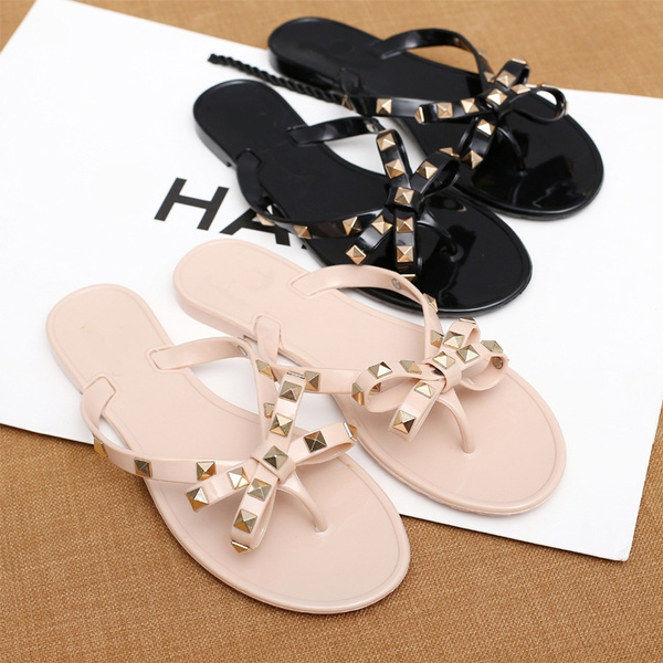 a2efe2049505 Flip flops. Style  Sensual Leather Style  Soft leather. Material of the  floor  Rubber Occasion  Casual Coating material  Neoprene Tac type  Plane  with