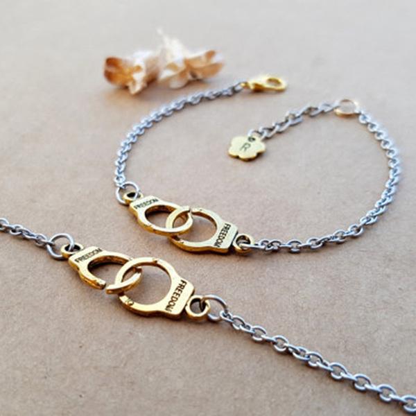 Set of 2 Best Friends Gift Best Friend Friendship Gift Friendship Bracelets Best Friends Pearl Charm Bracelets Friendship Jewelry