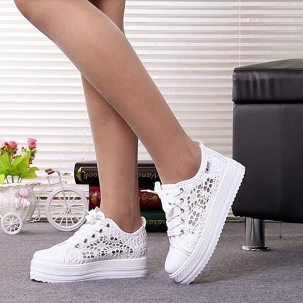 5c839d228b Summer Cutouts Lace Canvas Shoes Hollow Floral Print Breathable Platform  Women Casual Shoes Students Canvas Shoes