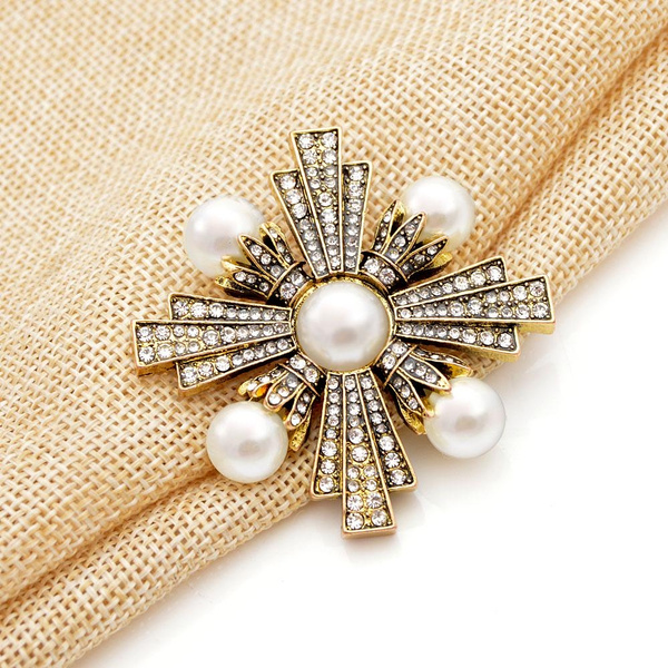 Pearl Brooches Rhinestone For Women Vintage Jewelries Fashion Pins Accessories