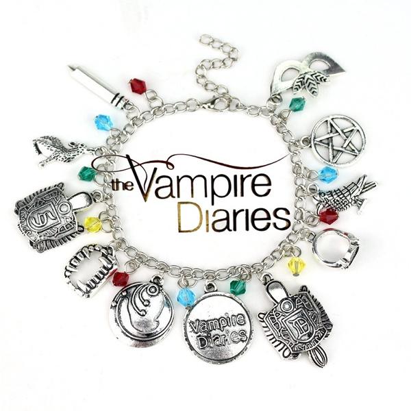 Bracelet, Jewelry, Chain, Movie