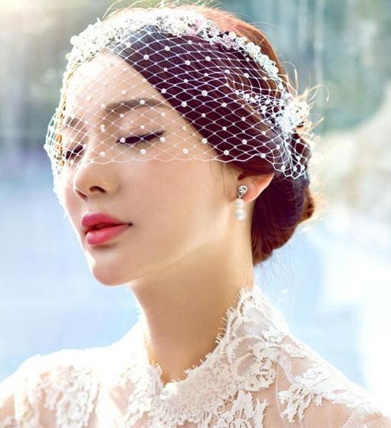Bride, bridesheaddre, pearls, lacebridalveil