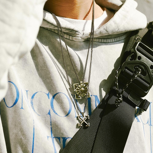 Pendant, Chain