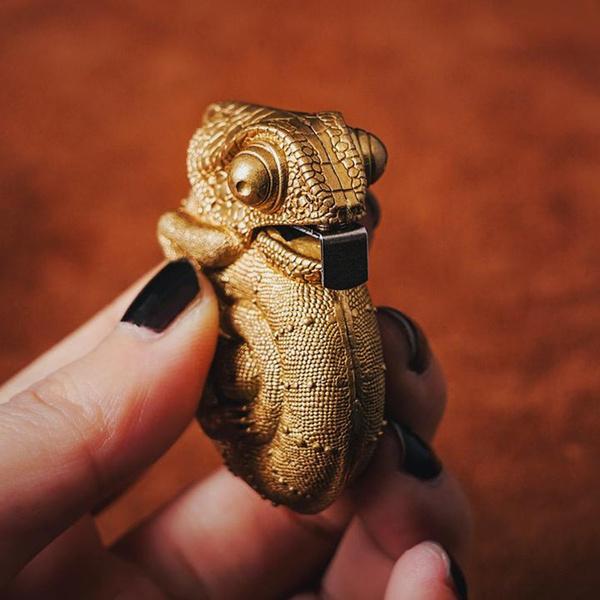 ruler, tapemeasure, chameleonpendant, chameleontapemeasure